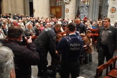 Rosary_protest_Belgium_police.jpg