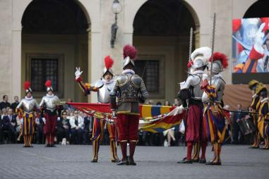 Swiss_Guard_swearing_in_May_6_2016_Daniel_Ibanez_CNA.jpg