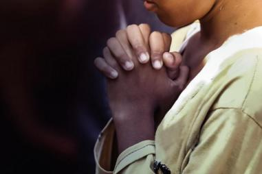 girl_praying_hands_1024_512_75_s_c1.jpg