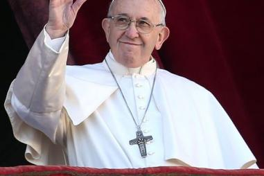 pope-francis-waves-to-the-faithful-as-he-delivers-his-news-photo-1074773536-1555685042.jpg
