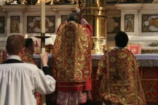 Cardinal_Sarah_celebrates_Mass_in_the_Brompton_Oratory_for_the_Sacra_Liturgia_conference_in_London_July_6_2016_Credit_Lawrence_OP_via_Flickr_CC_BY_NC_ND_20_CNA.jpg