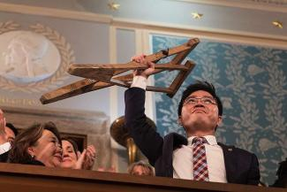 Ji_Seong_ho_holds_his_crutches_at_the_2018_State_of_the_Union_address_Public_Domain_CNA.jpg