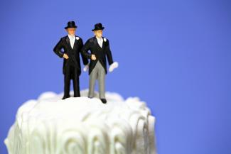 homosexual_wedding_cake.jpg