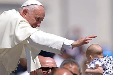 Pope-blessing-Getty.jpg